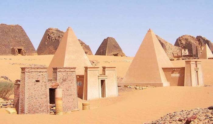pyramide_meroe_soudan